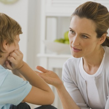Conversa mãe e filho sobre álcool
