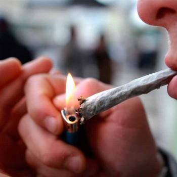 jovem fumando